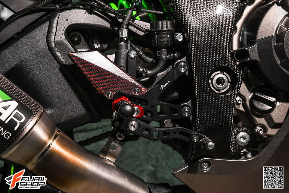 Kawasaki ZX10R ban do cang det voi mau ao Matte Black - 9
