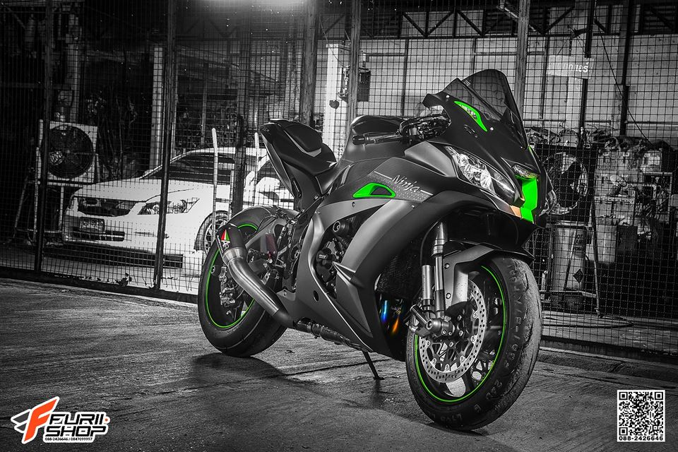 Kawasaki ZX10R ban do cang det voi mau ao Matte Black - 13