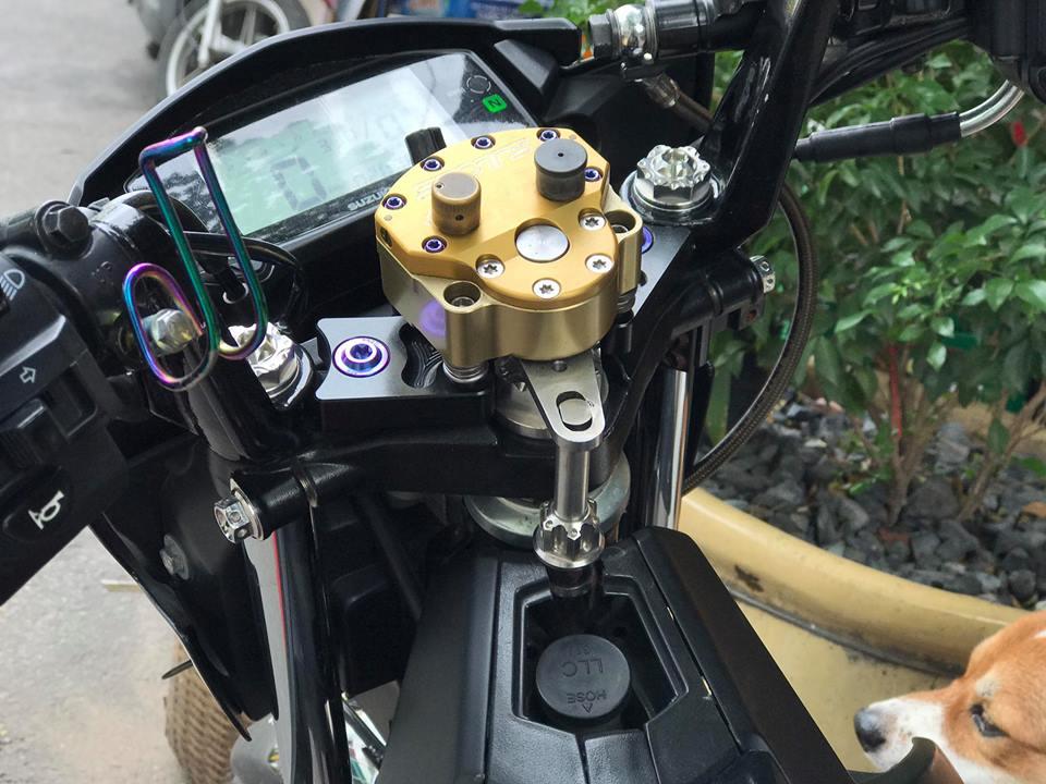 Ngam nhin Raider 150 do day thu vi voi pen dap Ducati cho phanh sau - 5