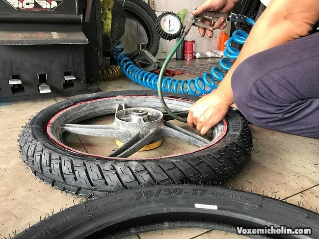 Nhung luu y can biet khi thay vo khong ruot cho xe may - 4