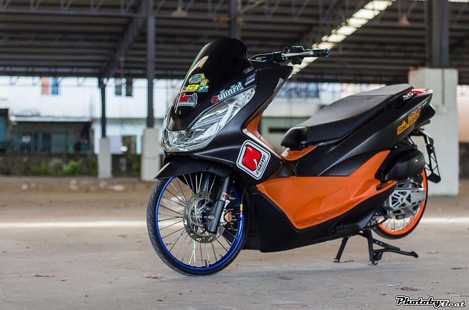 PCX 150 do doi chan teo nho voi phong cach chay san cua biker Thai - 5
