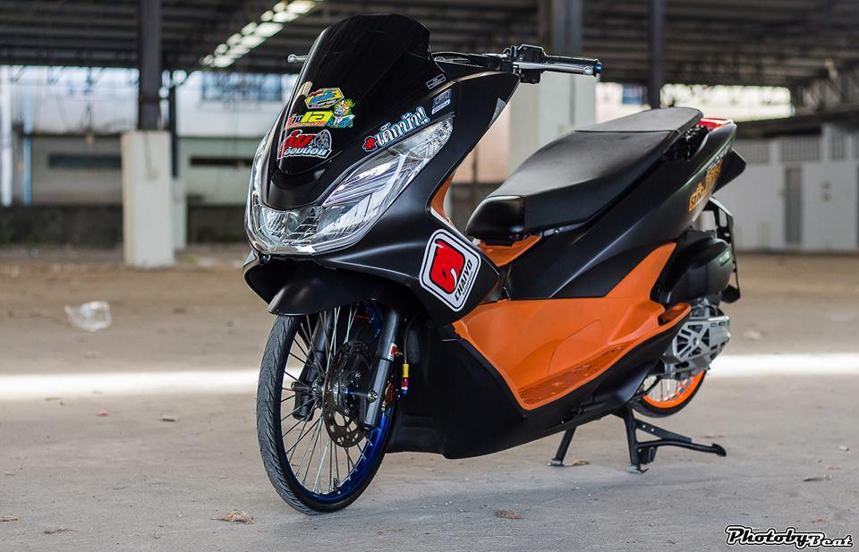PCX 150 do doi chan teo nho voi phong cach chay san cua biker Thai - 9