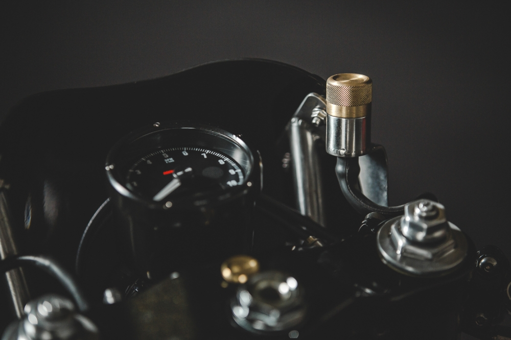 Yamaha XT600 ban do phong cach Dirt Racer den tu Lions Den Motorcycles - 5