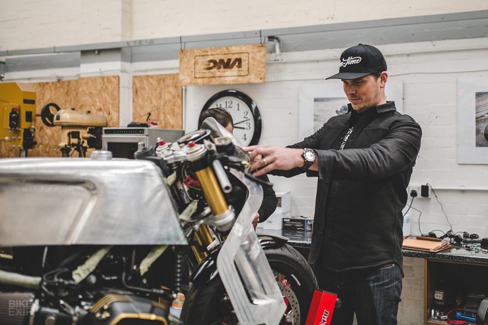 BMW RnineT ban do hop tac giua Sinroja va TW Steel - 7