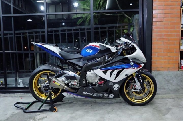 BMW S1000RR ban nang cap tuyet voi theo phong cach HP4 Tricolor - 9
