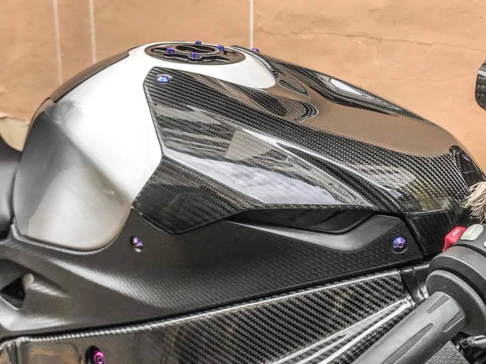 BMW S1000RR Can canh ban do don gian day tinh te - 5
