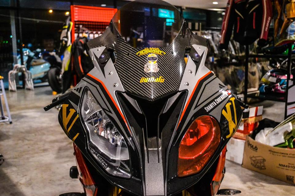 BMW S1000RR dam chat choi voi hinh the ca map Sharks - 4