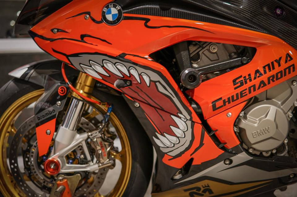 BMW S1000RR dam chat choi voi hinh the ca map Sharks - 6