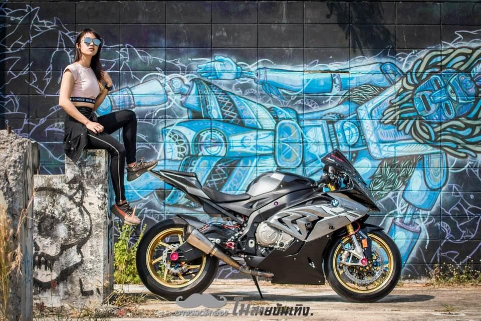 Chan dung nu Biker Thai va tinh yeu BMW S1000RR - 3