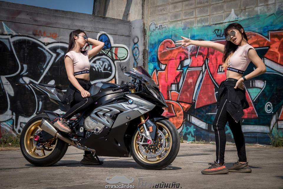 Chan dung nu Biker Thai va tinh yeu BMW S1000RR - 6