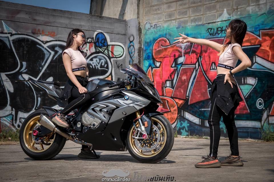 Chan dung nu Biker Thai va tinh yeu BMW S1000RR - 10