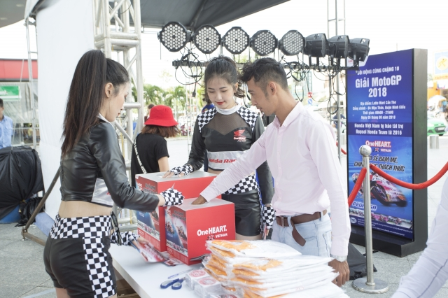 Cuong nhiet cung chang 12 giai dua MotoGP tai thanh pho Ho Chi Minh - 8