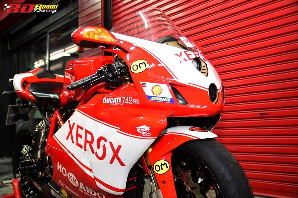 Ducati 749R Mo to huyen thoai Y hoi sinh voi phong cach tem dau Xerox - 3