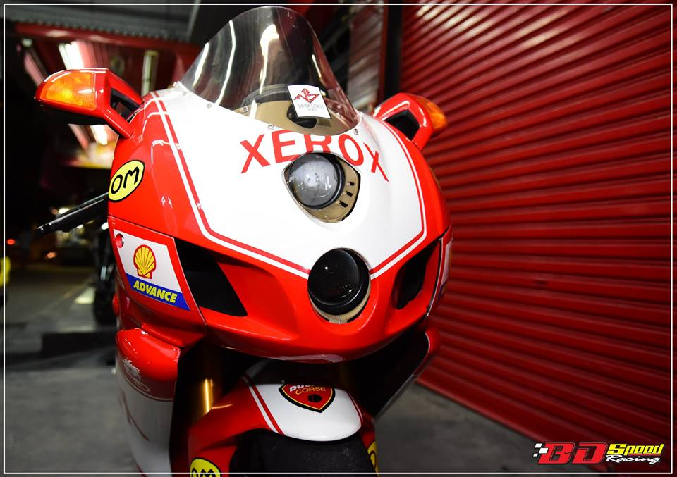 Ducati 749R Mo to huyen thoai Y hoi sinh voi phong cach tem dau Xerox - 5