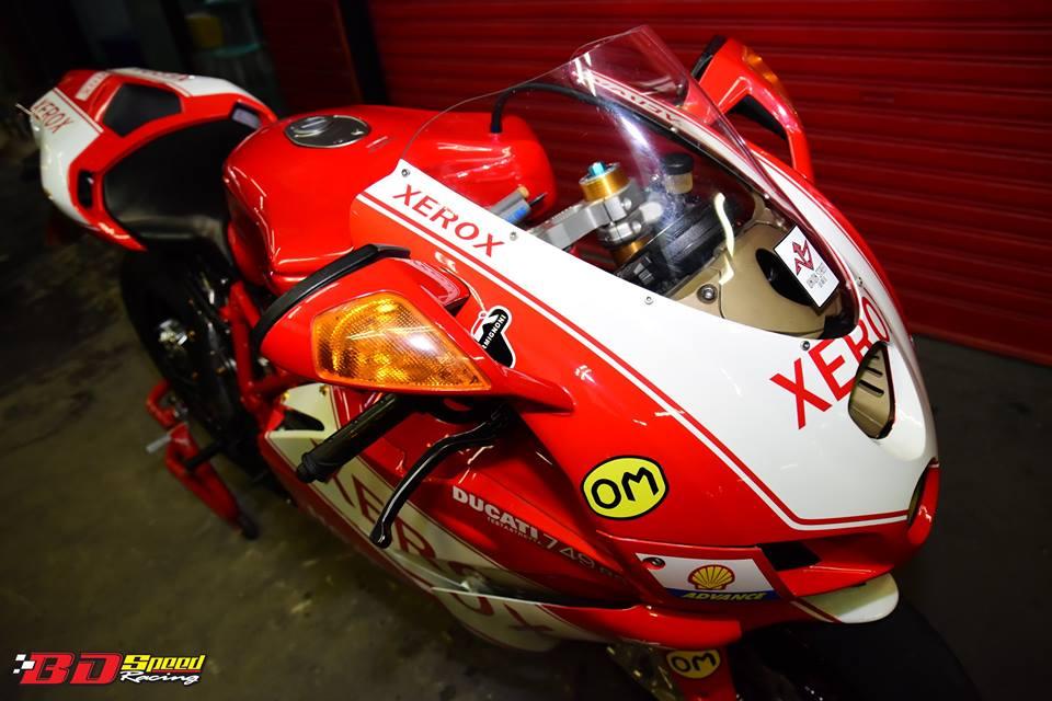 Ducati 749R Mo to huyen thoai Y hoi sinh voi phong cach tem dau Xerox - 7