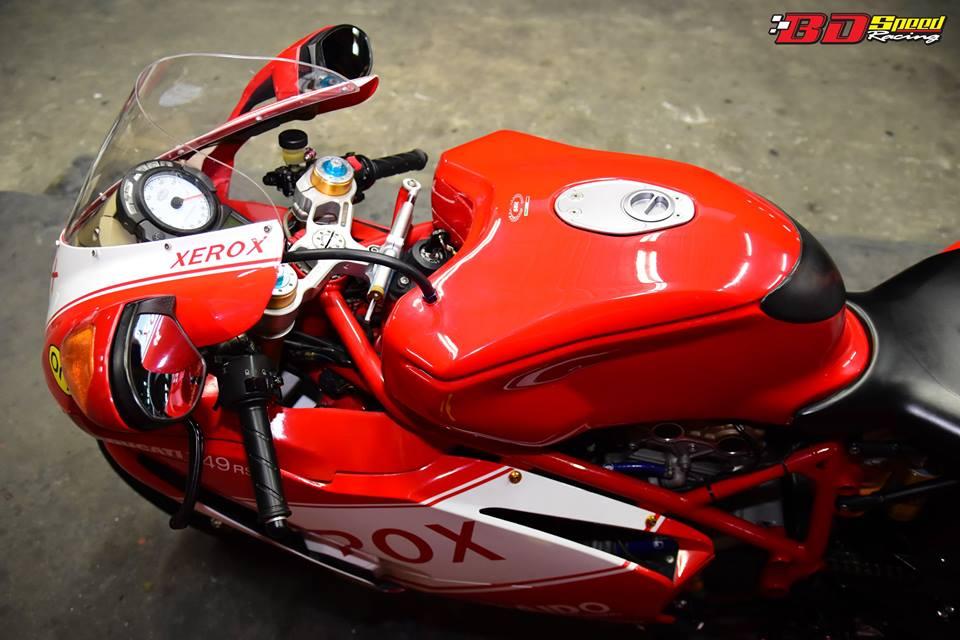 Ducati 749R Mo to huyen thoai Y hoi sinh voi phong cach tem dau Xerox - 11