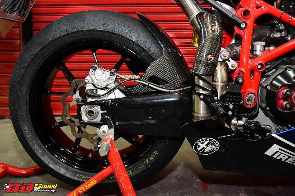 Ducati 749R Mo to huyen thoai Y hoi sinh voi phong cach tem dau Xerox - 26