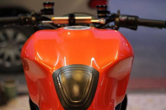 Ducati Monster 821 nong bong voi dan option hang hieu - 5
