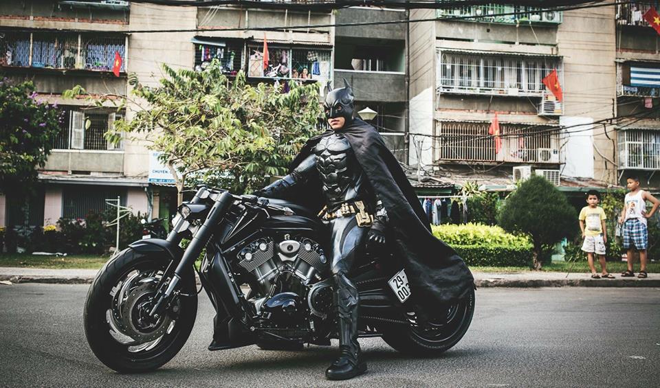 Harley davidson VRod do banh beo mang phong cach Batman cua Biker Viet - 9