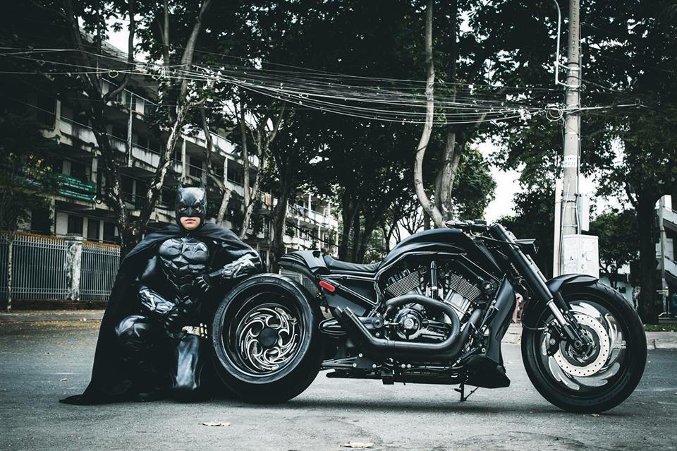 Harley davidson VRod do banh beo mang phong cach Batman cua Biker Viet - 11