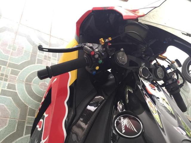 Honda CBR1000RR dam chat choi voi bo canh Rebull - 5