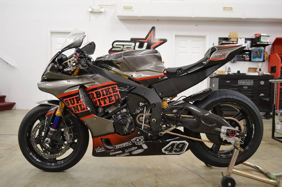 Soi dan option duong dua cua Sportbike Yamaha R1 - 3