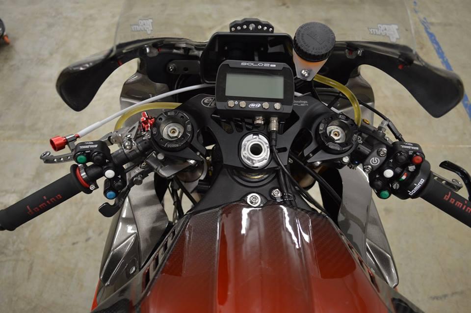 Soi dan option duong dua cua Sportbike Yamaha R1 - 5