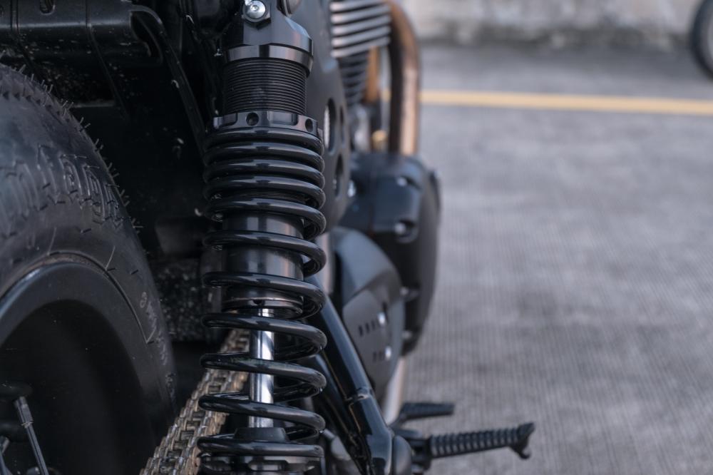 Triumph Thruxton 1200 R ban do Cafe Racer den tu Zeus Custom - 10