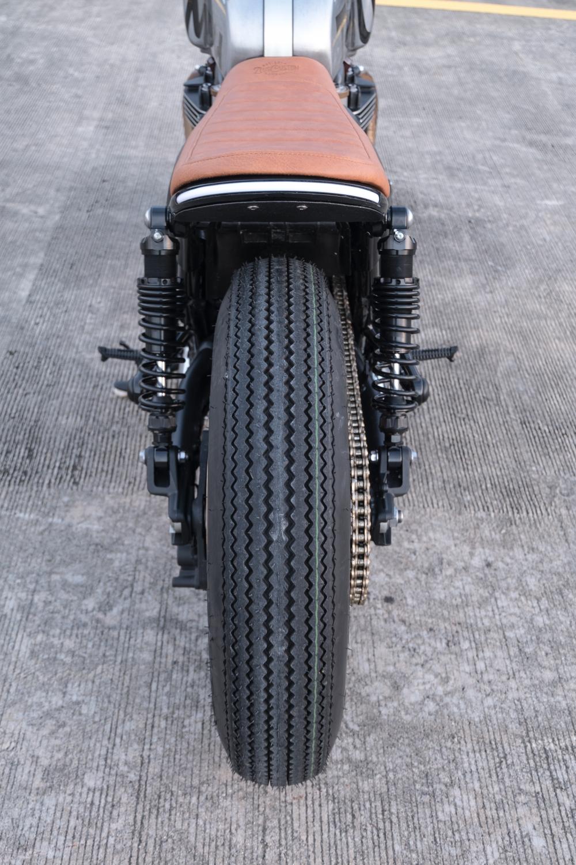 Triumph Thruxton 1200 R ban do Cafe Racer den tu Zeus Custom - 12
