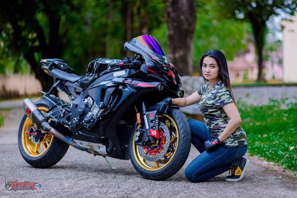 Yamaha R1 Sieu pham duong pho dien kien cung nu Biker Thai - 4