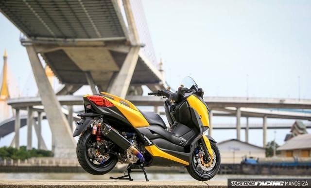 Yamaha XMax 300 chat ngat do dang cung dong bon - 23