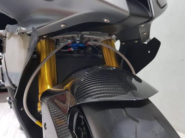 BMW S1000RR hap dan nguoi xem voi loat nang cap day thu vi - 7