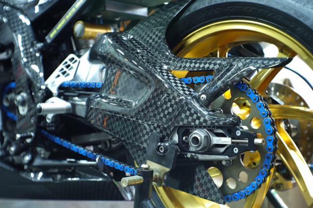 BMW S1000RR hoan thien voi than hinh full Carbon fiber - 9