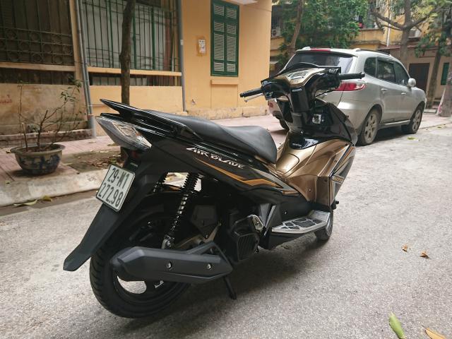 Can ban Honda Airblade 125 fi vang den 2014 con moi chinh chu 30tr500
