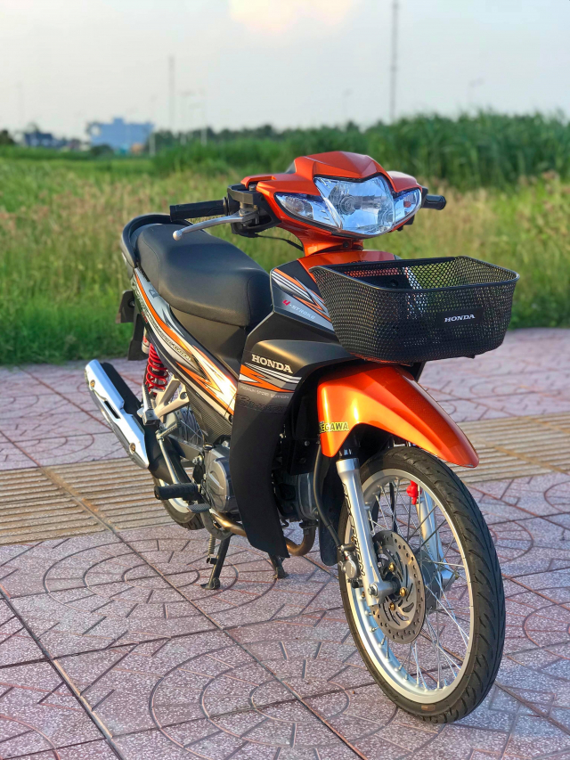 Honda Blade 110 duoc do voi vai mon do choi - 2