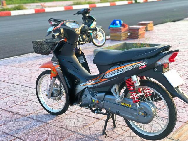 Honda Blade 110 duoc do voi vai mon do choi - 4