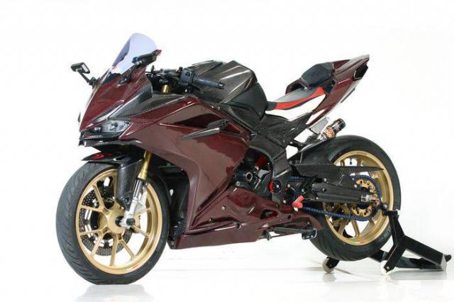 Honda CBR250RR do cuc khung voi than hinh Carbon - 3