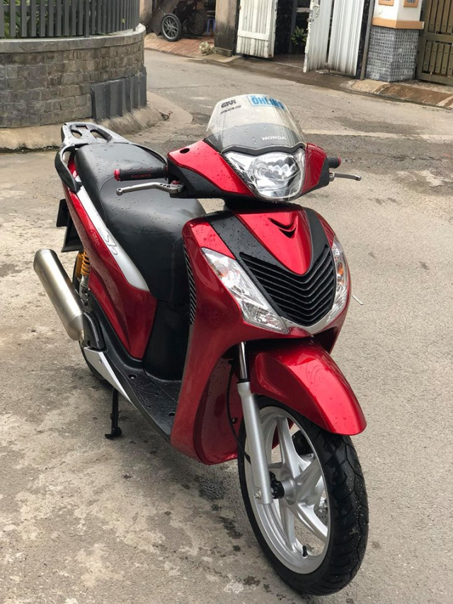 Honda Sh y do khau than cong den tu nha Leovince - 3