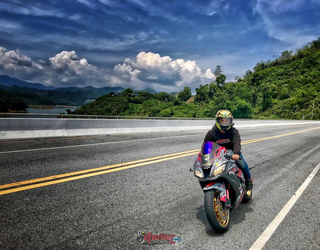 Kawasaki ZX10R do chat choi do dang cung chu xe dep trai - 7