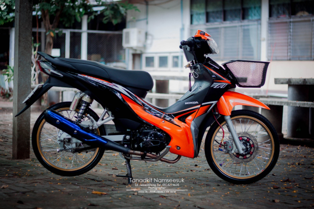 Wave 110 do he thong on dinh tay lai sieu kinh dien cua biker Thai - 9