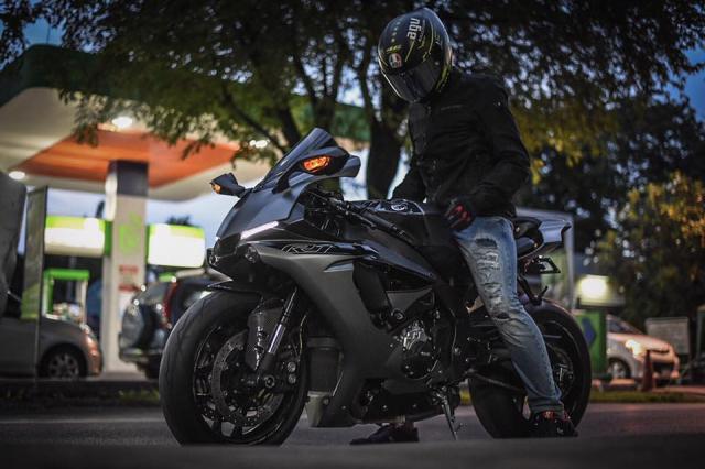Yamaha R1 mang phong an dac biet voi co the moi Matte Gray - 8