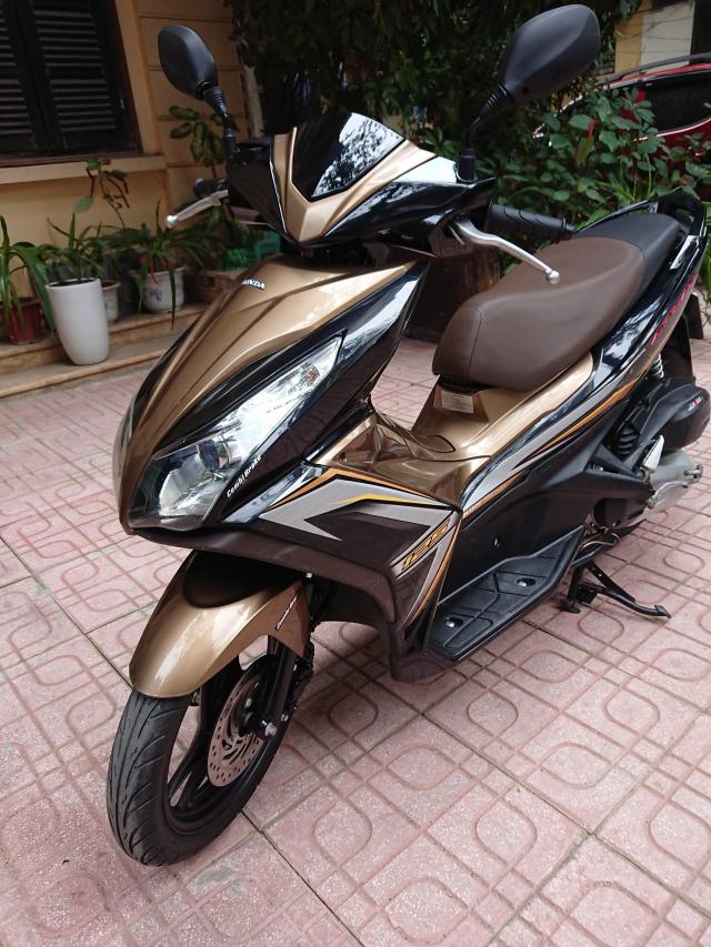 Can ban Honda Airblade 125 fi vang den 2014 con moi chinh chu 30tr500 - 2