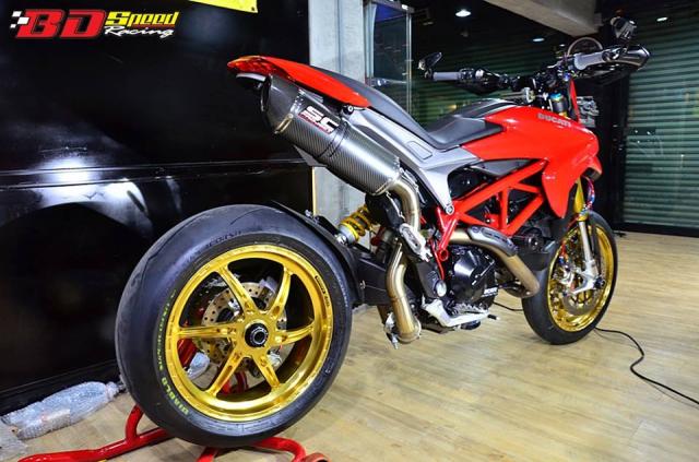 Ducati Hypermotard day khieu goi voi dan chan hang nang - 8