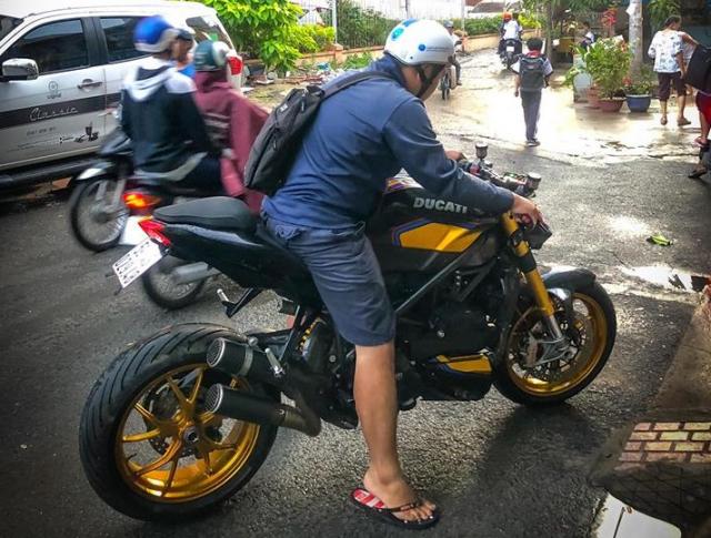 Ducati Streetfighter day noi bat tren duong pho Viet - 9
