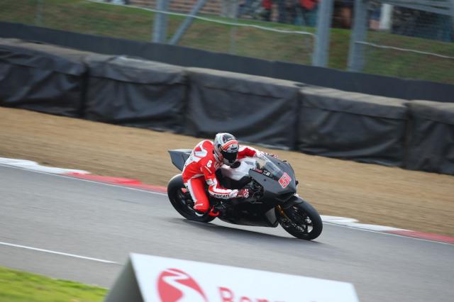Ducati V4R xuat hien tren duong dua lay cam hung cho MotoGP - 2
