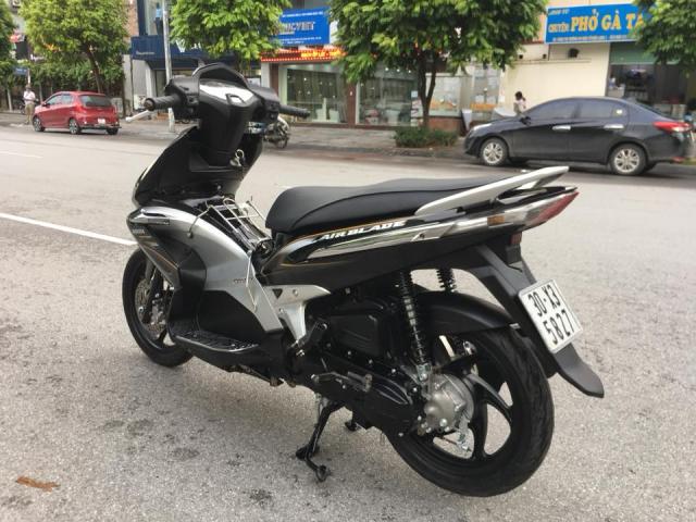 Honda Airblade Fi 110cc mau den 6 nan bien HN - 6