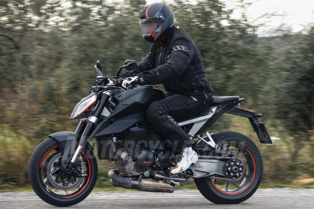 KTM 1290 Super Duke R 2019 duoc cong bo voi nhieu thay doi - 5