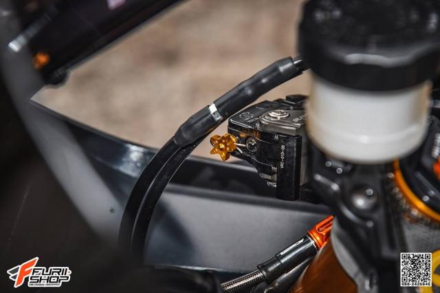 Yamaha R6 ngua hoang day kich tinh voi lan da ram nang - 9