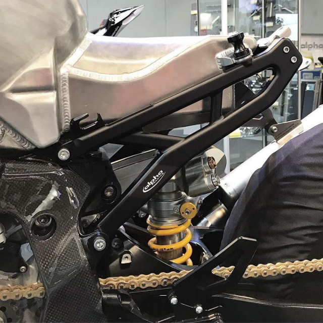 BMW S1000RR 2019 Ca voi do dau tien duoi su tai tro cua thuong hieu Alpha Racing - 8