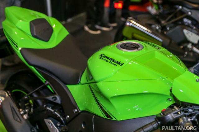 Can canh Kawasaki Ninja ZX10RR va ZX6R 2019 duoc cong bo gia khoi diem 899 trieu va 444 trieu VND - 15